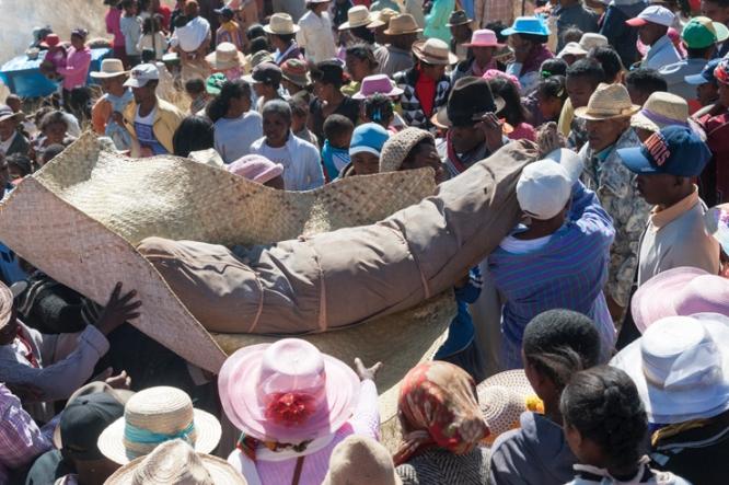 Madagascar-Famadihana-Body-II