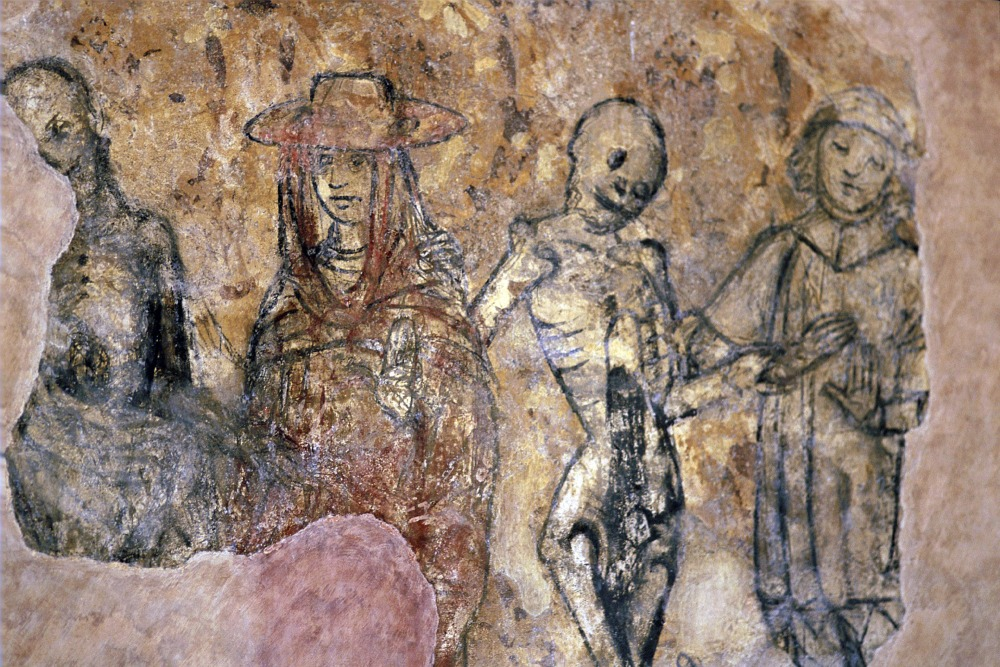 Fresco-depicting-a-danse-GettyImages-120404853.jpg