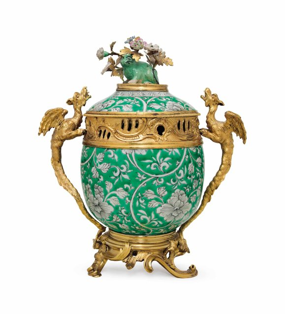 2016_NYR_03786_1265_000(a_louis_xv_ormolu-mounted_chinese_porcelain_potpourri_vase_and_cover_t)